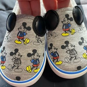 Toddler boys Gap Mickey Mouse shoes 👟